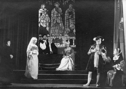 The Queen who kept her Head - November 1949